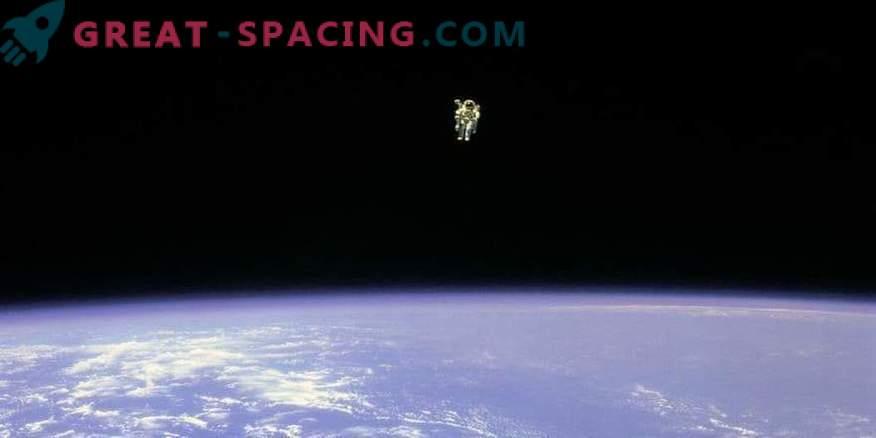 El astronauta Bruce McCandless murió