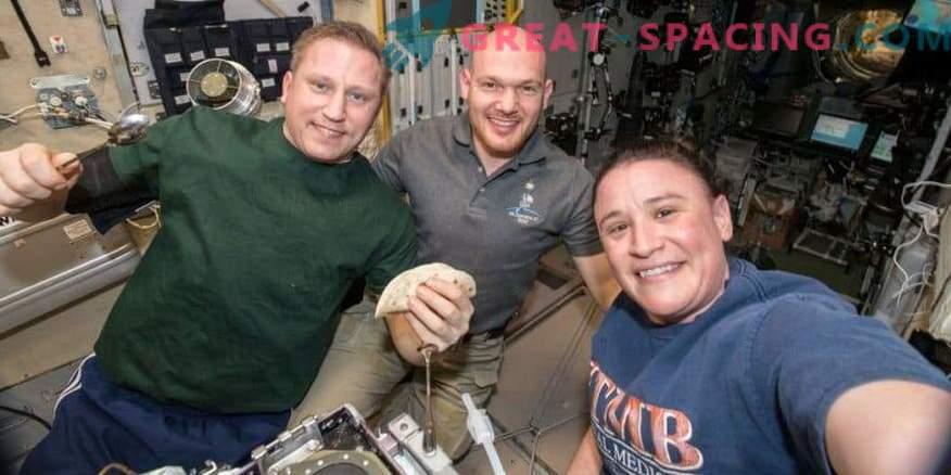 Acción de gracias en el espacio! ¿Cómo celebran los astronautas unas vacaciones en órbita?