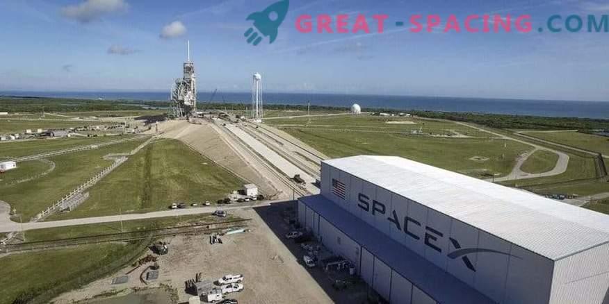 Falcon 9 primero puso en marcha el motor en una plataforma de lanzamiento histórica