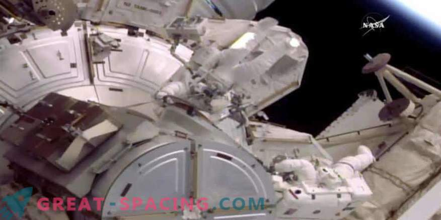 Las fugas de agua en el equipo redujeron el tiempo para ir al espacio para dos astronautas