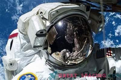 Fugas de agua de los trajes espaciales de los astronautas detectadas