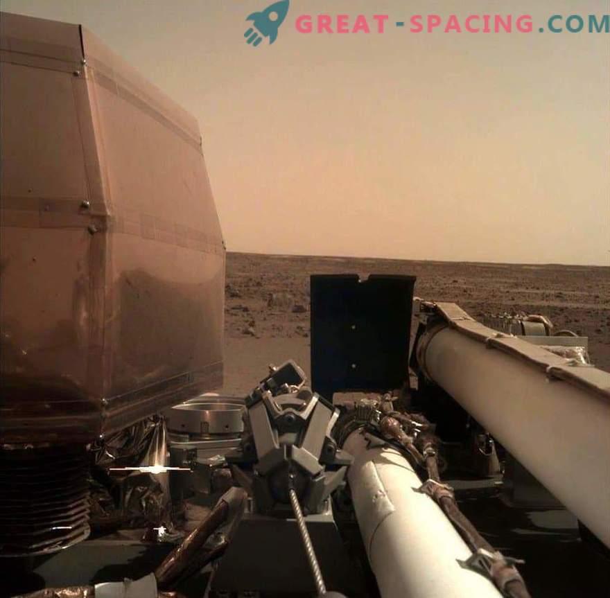 InSight admira la belleza marciana