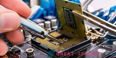 Reparation av datautrustning. Kolla in huset till kunden