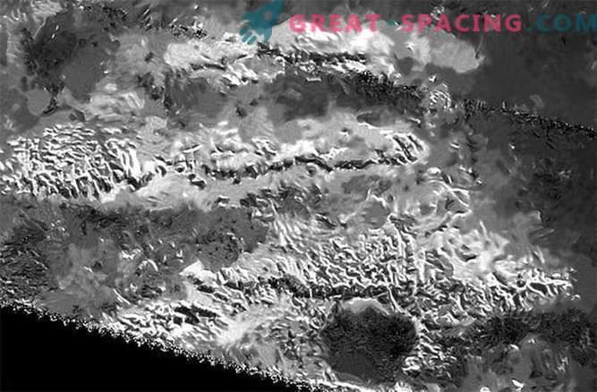 Las montañas más altas de Titán: ¿qué hay debajo de ellas?