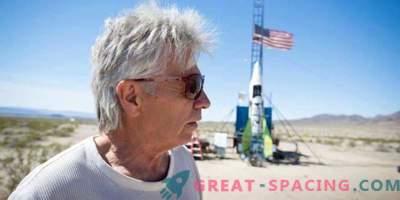 Un partidario convencido del avión de la Tierra se lanza al espacio