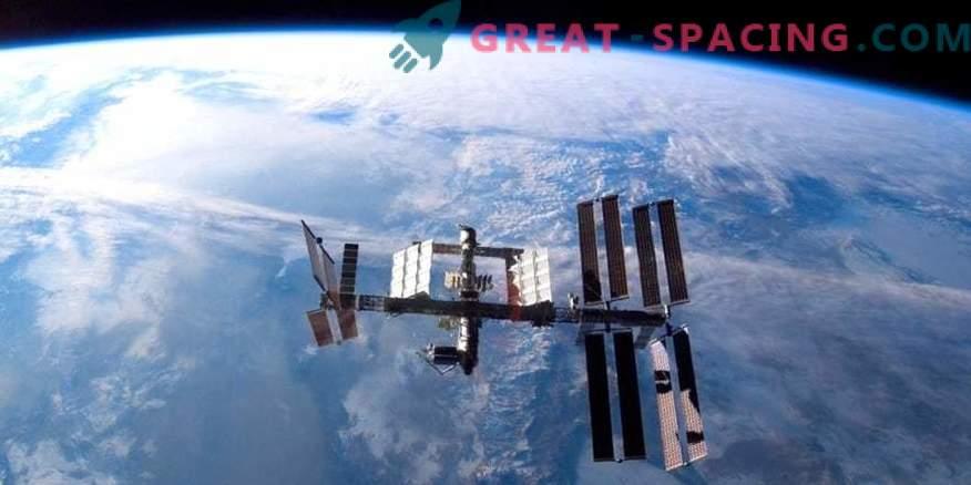 Los cosmonautas rusos realizaron un paseo al espacio