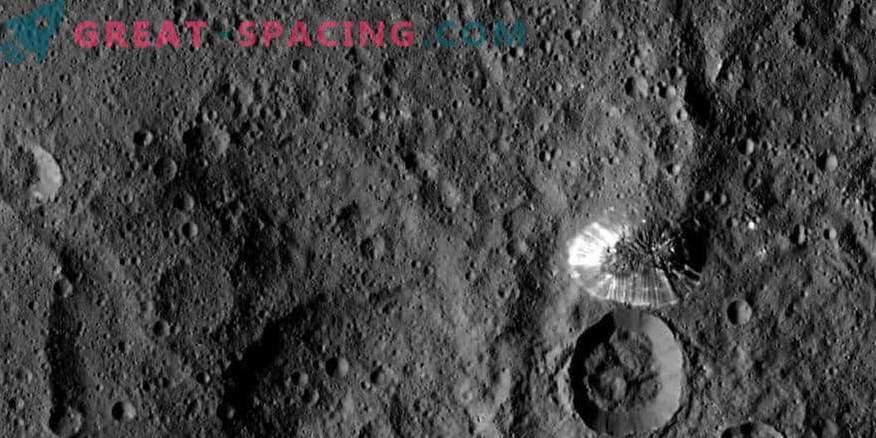 Avenidas en Ceres muestran hielo oculto