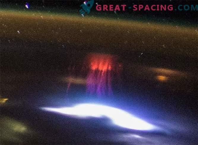 Fantasmas evasivos sellados desde el espacio