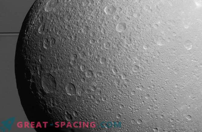 La luna de otro Saturno puede ocultar el océano subsuperficial