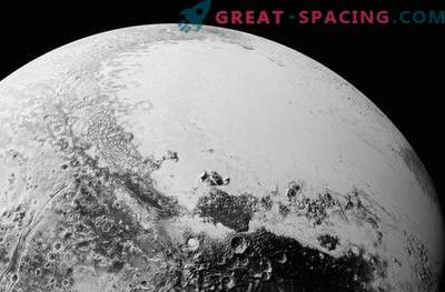 Beautiful complex world of Pluto on new photos