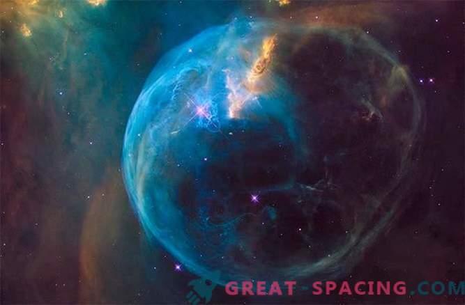 En su cumpleaños número 26, Hubble está espiando a la hermosa burbuja
