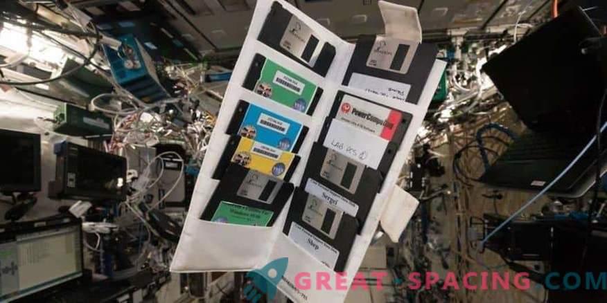 Disquetes viejos en el casillero olvidado de la ISS