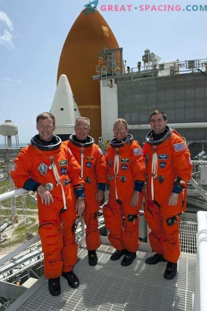 Boeing demuestra trajes espaciales tentadores para los astronautas