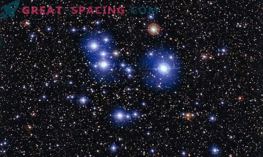 Salpicaduras de estrellas recién nacidas en cúmulos jóvenes