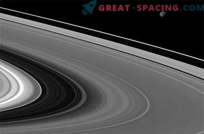 Mimas misteriosas se bañan en los rayos del sol de Saturno