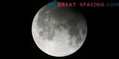 A comet, a lunar eclipse and a