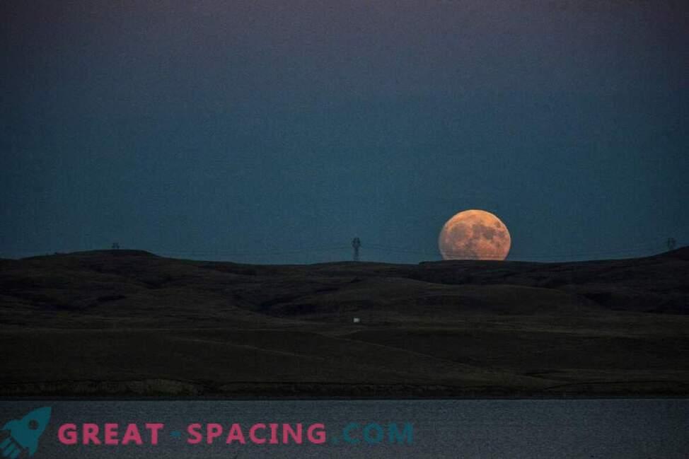 Resplandor inolvidable de la supermoon sobre la Tierra: foto