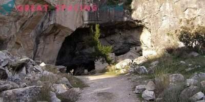Actividad extraña en la cueva de Davelis. Explicación científica y versiones de ufólogos