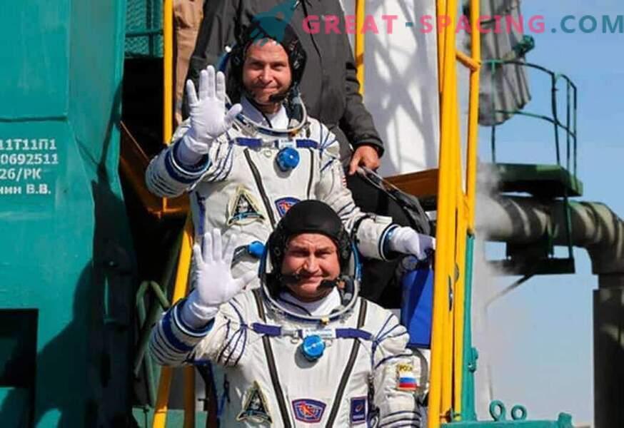 Los astronautas sobrevivieron después de un aterrizaje de emergencia