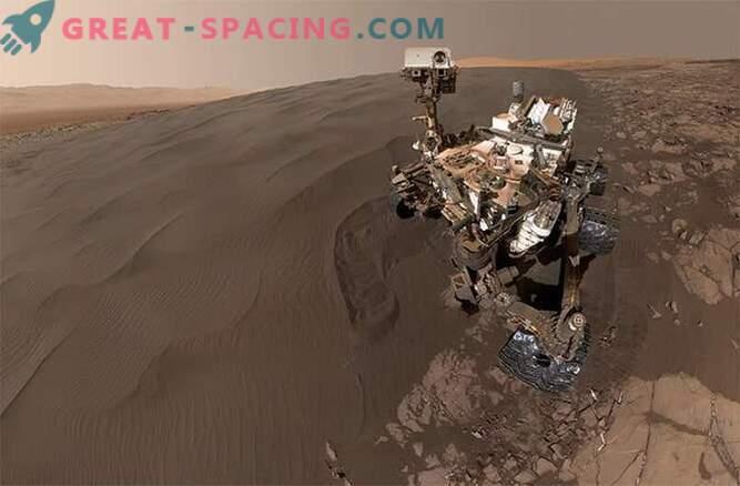 Selfies en la caja de arena! La curiosidad juega en las dunas de arena de Marte