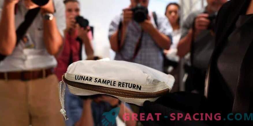 La bolsa lunar de Neil Armstrong se vende por $ 1.8 millones
