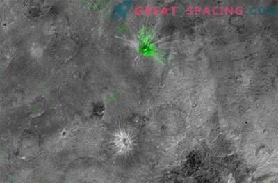 Zamrznjeni amoniak na Charonu je bilo novo odkritje